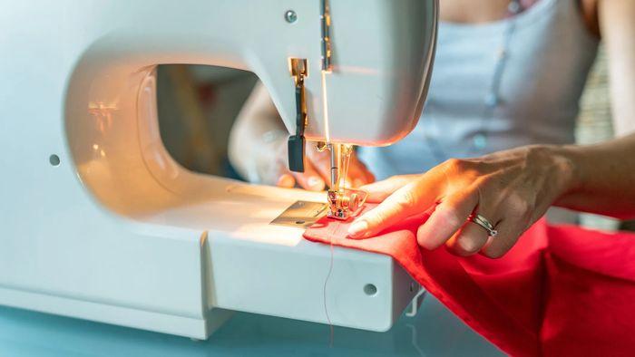 Cucire a macchina o manualmente